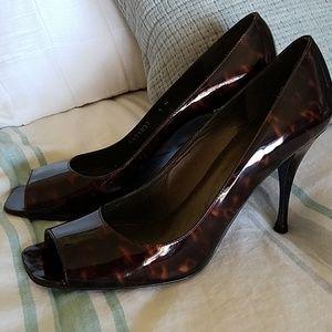 Stuart Weitzman Peep Toe Patent Leather Heels 9n